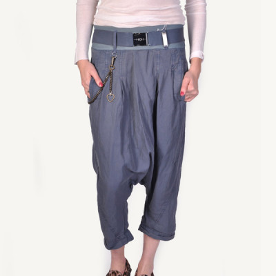 High skirmish low crotch pant